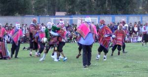 La partie de fotball inca dans les Andes péruviennes