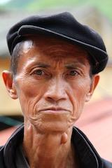 """Homme """"Tay"""" sur le marché de Lung Qo"""