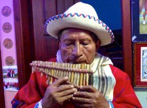 Julian Tucumbi rondador en Equateur