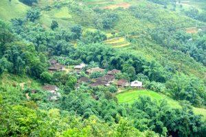 Maisons Lolos noirs au nord du Vietnam